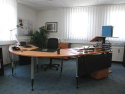 Komplett-Büro mit hochwertiger Ausstattung