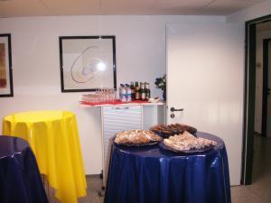 Catering im Bistroraum: Mit unserem Cateringservice werden Sie und Ihre Kunden/Gäste optimal während den Besprechungspausen versorgt.